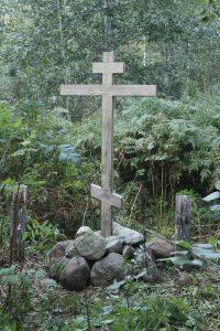 Крест в Дедовичском монастыре