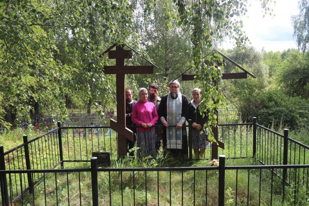На могиле о. Илии